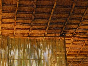 Detalle del techo y el bajareque
