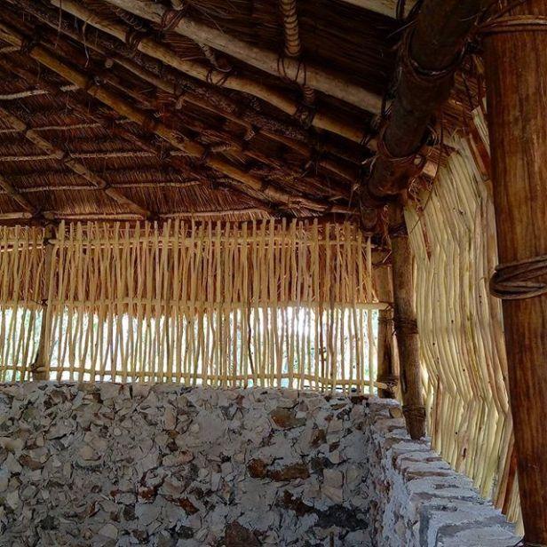 Detalle del acabado de techo, mampostería y bajareque