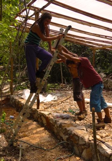 No tenemos una escalera tan larga peeero trabajando en equipo encontramos soluciones para todo ;)